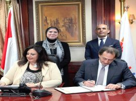 """""""جهاز المشروعات"""" و""""بنك القاهرة"""" يوقعان عقدين بـ 620 مليون جنيه لدعم المشروعات متناهية الصغر"""