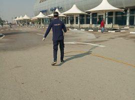 «الطيران المدني» تكثف التدابير الاحترازية وعمليات التعقيم بالمطارات لمواجهة كورونا (صور)