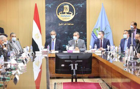 وزير الاتصالات يستعرض مشروعات القطاع بالتعاون مع محافظة كفر الشيخ